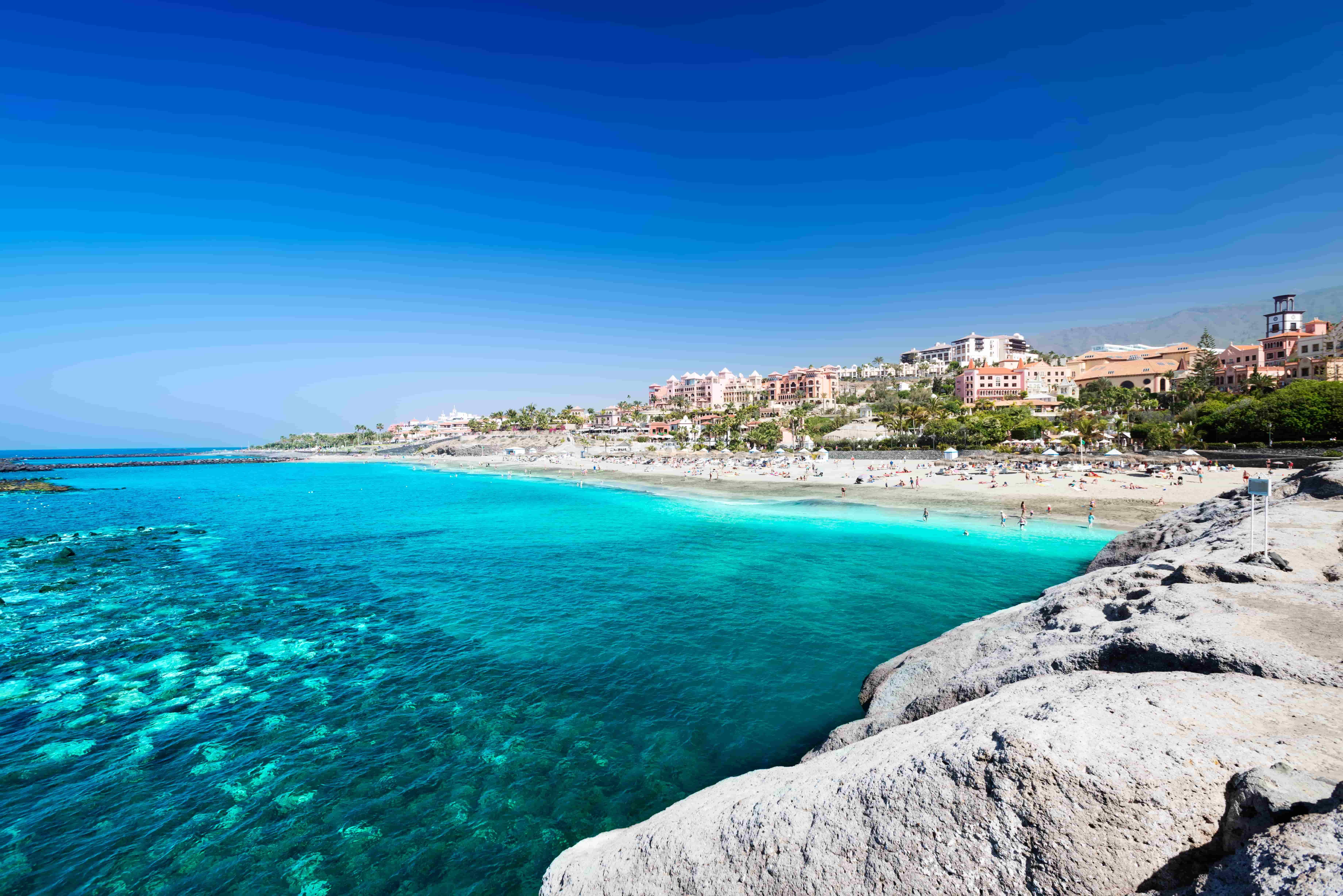 playas-agua-cristalina-tenerife-canarias-iStock-467769062-min