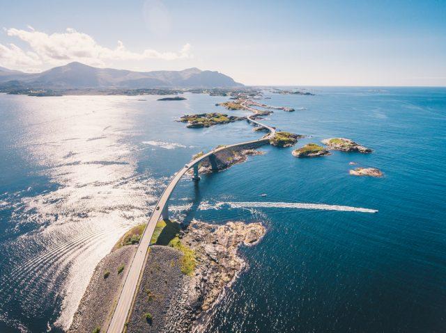 Carretera Noruega Océano Atlántico Dmitry Tkachenko Photo Shutterstock