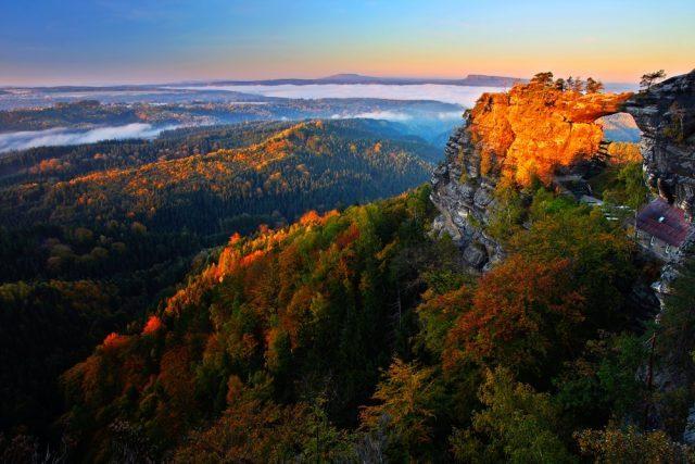 Europa paisajes turismo otoño Suiza bohemia República Checa Ondrej Prosicky Shutterstock