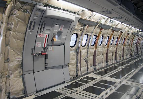 El interior de la cabina de un A-321 en revisión C