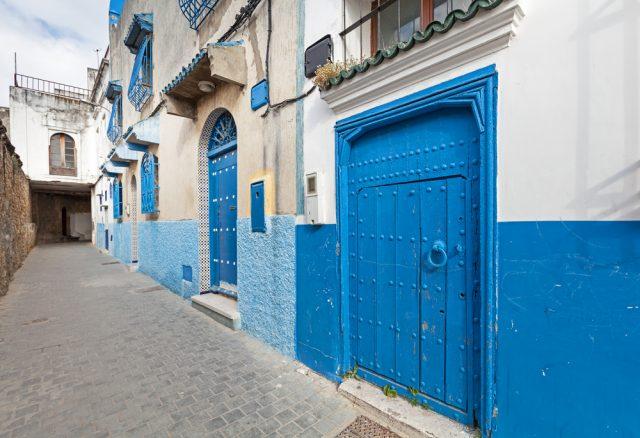 L2F Mar 17 pic Marruecos Tanger Medina Detalles Azules Calles shutterstock_185392154