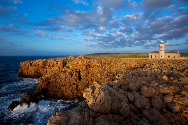 Menorca Punta Nati Faro Islas Baleares España holbox Shutterstock