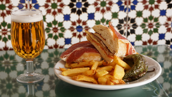 Serranito-Cerveza-Sevilla-Tapas-Meson-Serranito