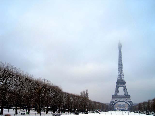 Torre Eiffel by Ahoratocaviajar
