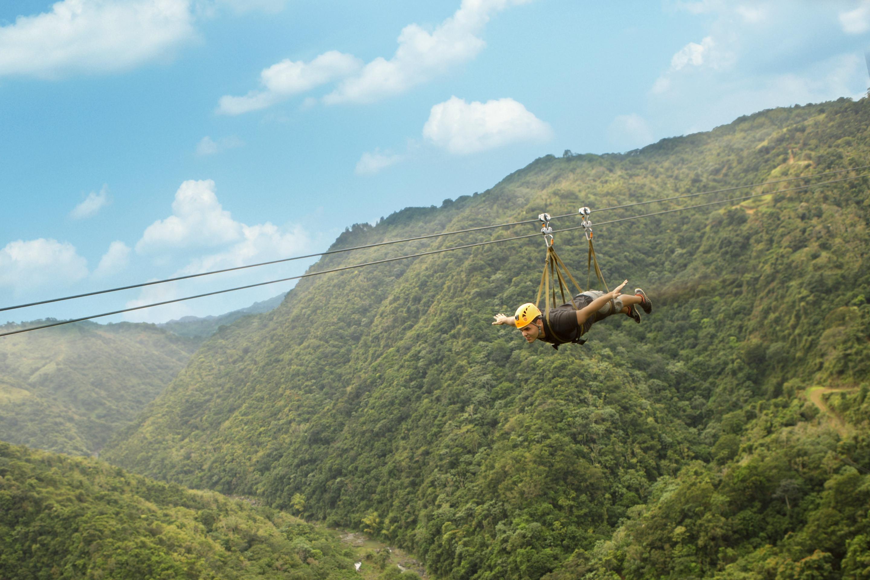 La tirolina m s larga del mundo est en puerto rico y mide 2 5 kil metros me gusta volar - Volar a puerto rico ...