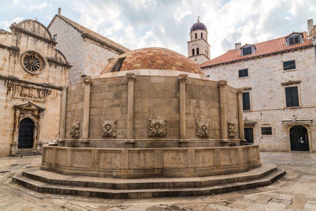 Gran Fuente Onofrio de la ciudad medieval de Dubrovnik