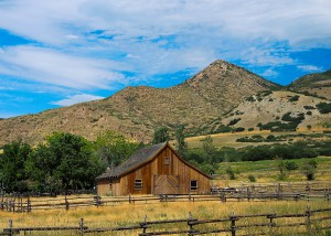 L2F Oct 13 pic photography barn-mountains