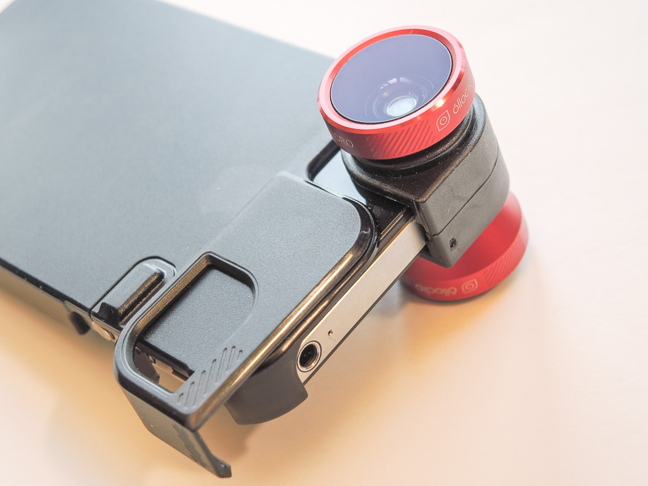 L2F Apr 14 pic cameraphones Olloclip
