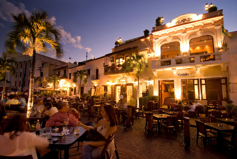 L2F Apr 14 pic DR Santo Domingo colonial zone night ministry of tourism