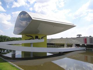 640px-Museu_Oscar_Niemeyer_2_Curitiba_Brasil