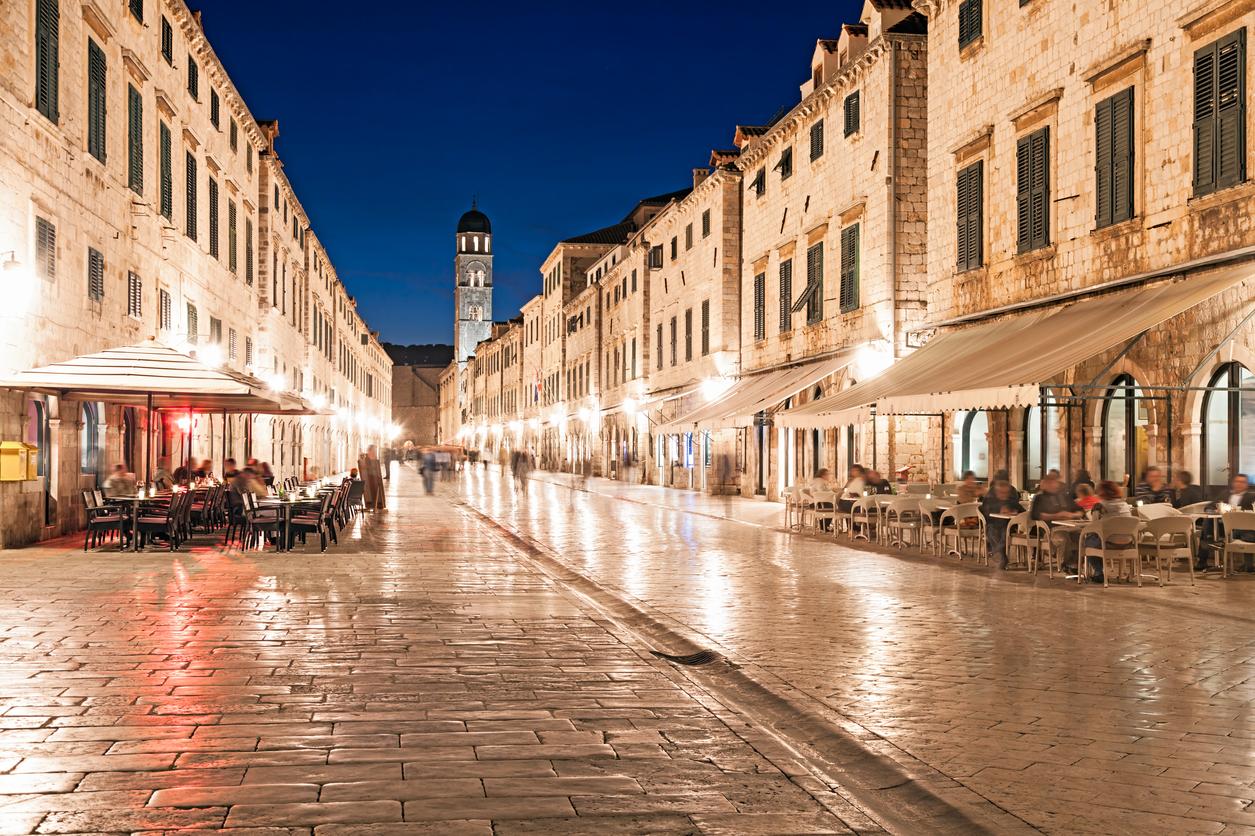 Dubrovnik Stradun street at night