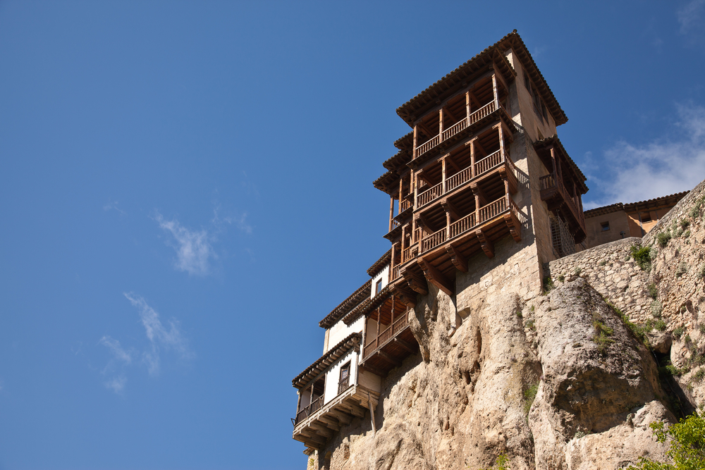 L2F Nov 14 pic Spain Cuenca hanging houses Enrique Moya shutterstock_105297875 (2)