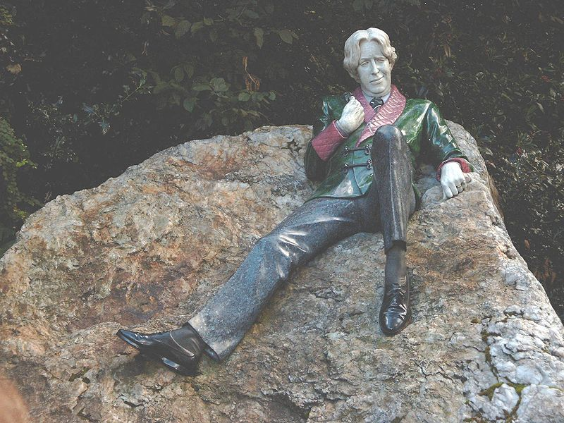 Ireland literary Dublin - Oscar Wilde statue Merrion Square - Sandro Schachner Wikipedia