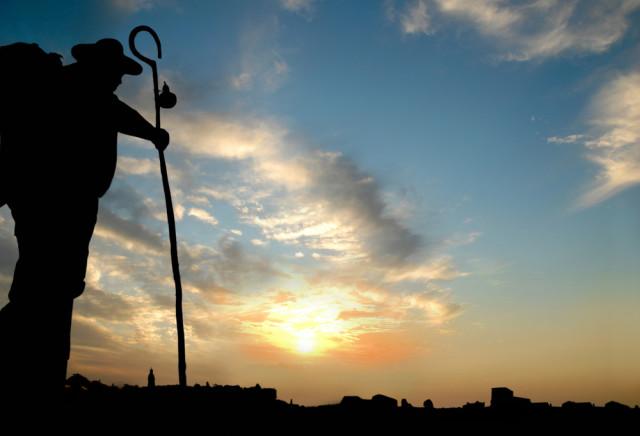 L2F Jul 15 pic Spain Way St James pilgrim silhouette unmillonedeelefantes shutterstock_231750109