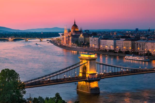 budget travel Hungary Budapest INTERPIXELS shutterstock_113183983