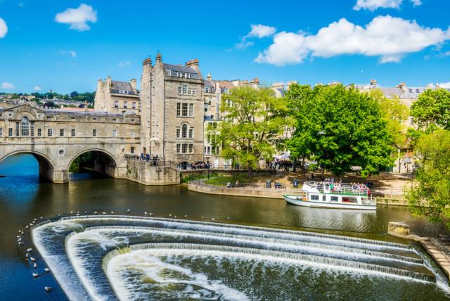 Great Britain England Bath Pulteney Bridge River Avon Valdis Skudre shutterstock_290321534
