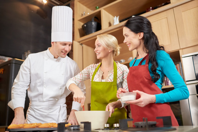 cooking schools classes Syda Productions shutterstock_290502584