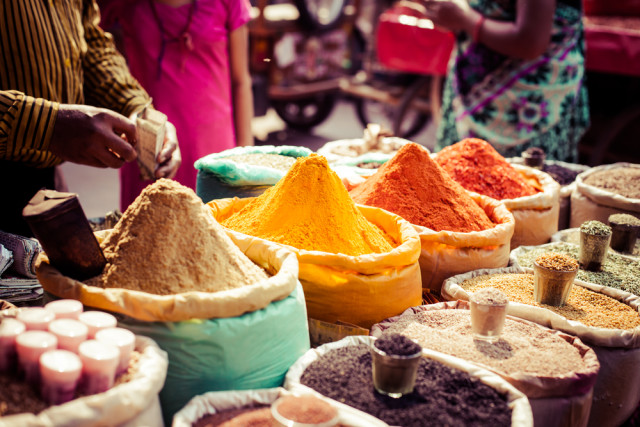 cooking schools classes Morocco souk spices Curioso shutterstock_160208501