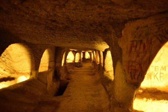 L2F Nov 15 pic Greece Milos catacombs Kurt Winner