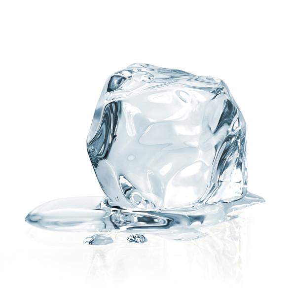 cocktails ice M. Unal Ozmen shutterstock_179847365