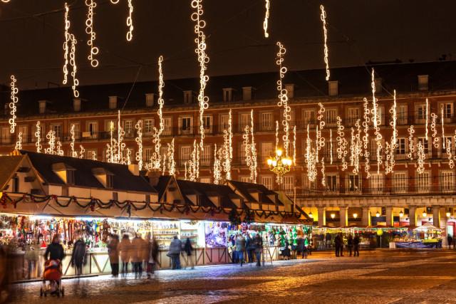 Spain Madrid Christmas market Plaza Mayor Jose Ignacio Soto shutterstock_159048305