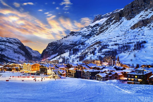 France skiing Val d'Isère ventdusud shutterstock_252149677