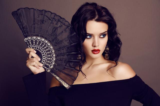 L2F Feb 16 pic Spain lace black fan Svyatoslava Vladzimirska shutterstock_266411978