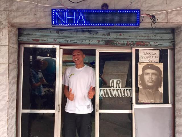 Brazil Rio de Janeiro favelas Rocinha Wilfredo barber shop