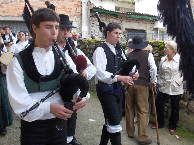 Spain Celtic Galicia gaita bagpipes Dario Alvarez WIkipedia