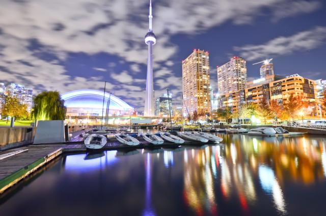 Canada Ontario Toronto downtown skyline Javen shutterstock_311349374