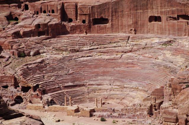 Jordan Petra theater amphitheater federigol shutterstock_335533385