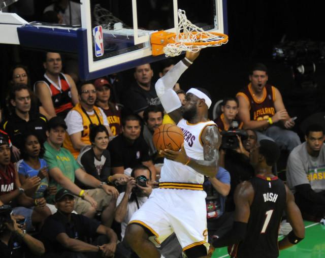 USA Ohio Cleveland Cavaliers LeBron James A.RICARDO shutterstock_388256941