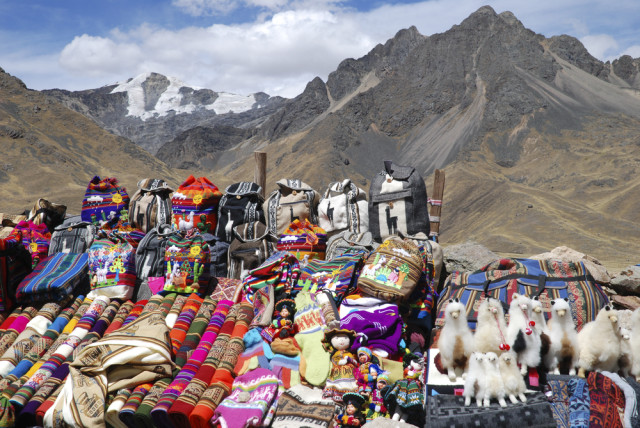 Peru La Raya pass Katie Dickinson shutterstock_74915770