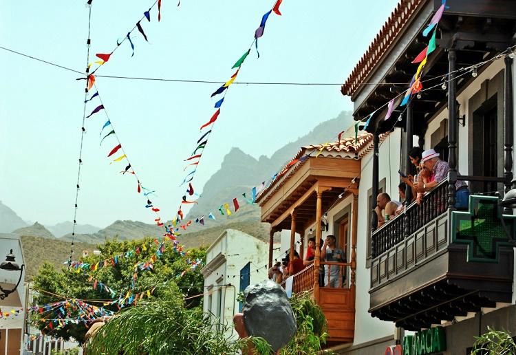 Spain Canary Islands Gran Canaria Agaete La Rama people on balconies Hirtes