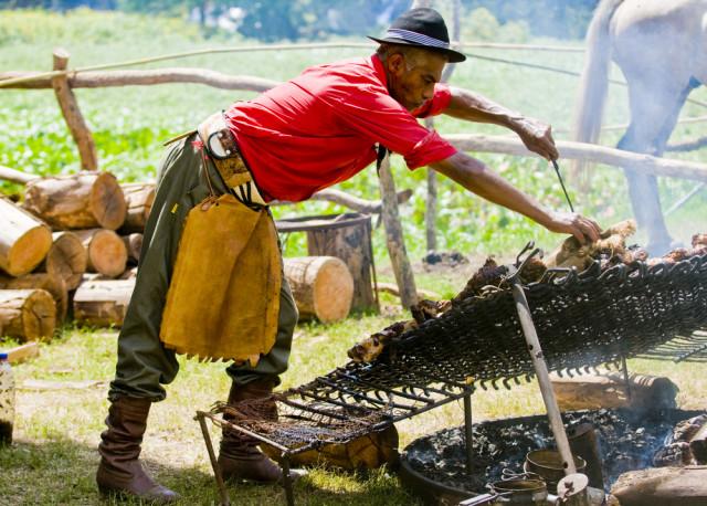 Uruguay ranches gauchos asado grill Kobby Dagan shutterstock_28097371