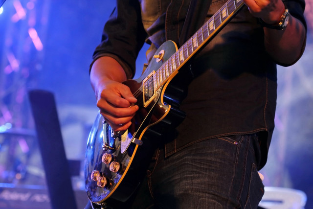 l2f-sep-16-pic-spain-andalusia-granada-indie-rock-electric-guitarist-aodaodaodaod-shutterstock_258415694