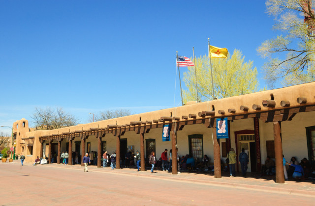 l2f-sep-16-pic-usa-new-mexico-santa-fe-palace-of-the-governors-zack-frank-shutterstock_308123345