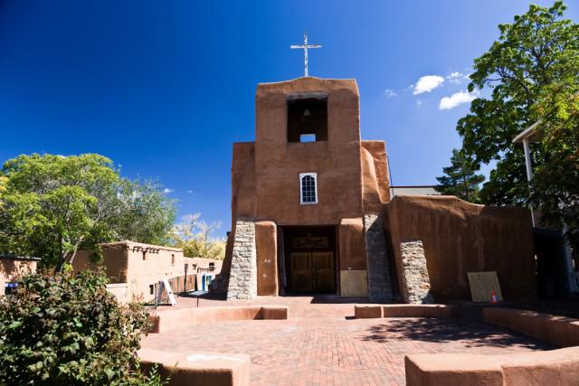 l2f-sep-16-pic-usa-new-mexico-santa-fe-san-miguel-mission-chapel-pmphoto-shutterstock_33324031
