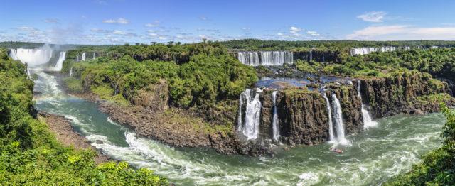 l2f-latam-argentina-brazil-iguazu-falls-panorama-kovgabor-shutterstock_328340882
