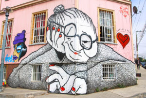 l2f-oct-16-pic-chile-valparaiso-mural-old-lady