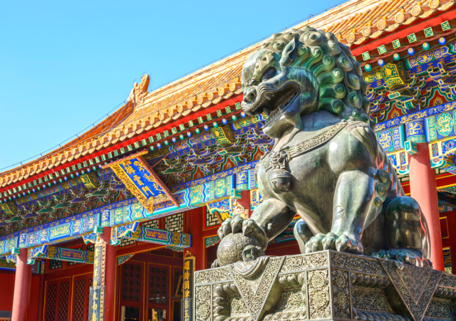 l2f-oct-16-pic-china-beijing-forbidden-city-lion-aphotostory-shutterstock_264116024