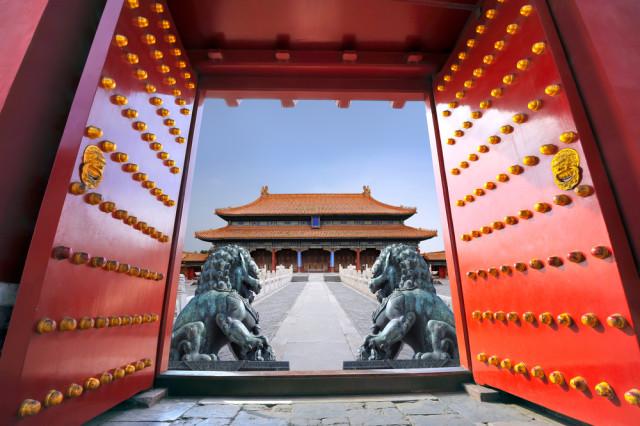 l2f-oct-16-pic-china-beijing-forbidden-city-red-gateway-shutterstock_131267615