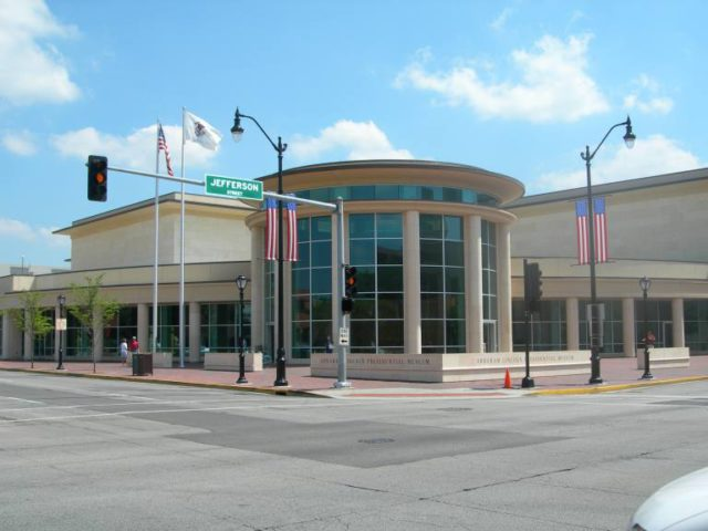 l2f-nov-16-pic-usa-presidential-libraries-lincoln_museum-springfield-illinois-rogerd-wikipedia