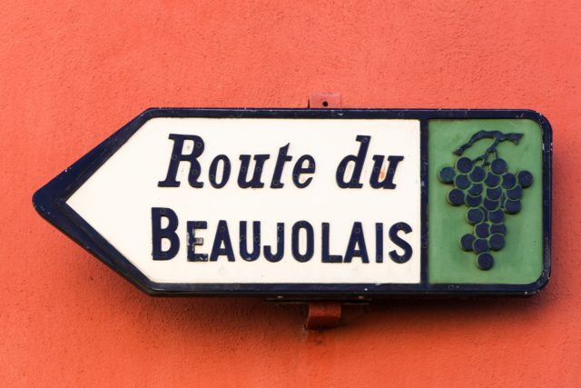 l2f-pic-france-beaujolais-route-sign-ricochet64-shutterstock_333429299