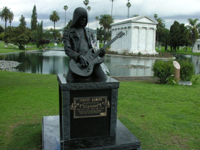 l2f-dec-16-pic-usa-los-angeles-hollywood-forever-johnny-ramone-sean-russell-flickr