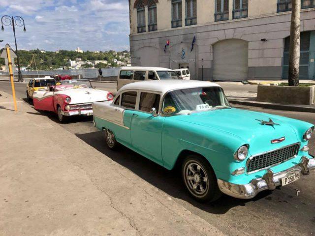 L2F Jan 17 pic Cuba Havana classic cars 2 taxis plaza catedral