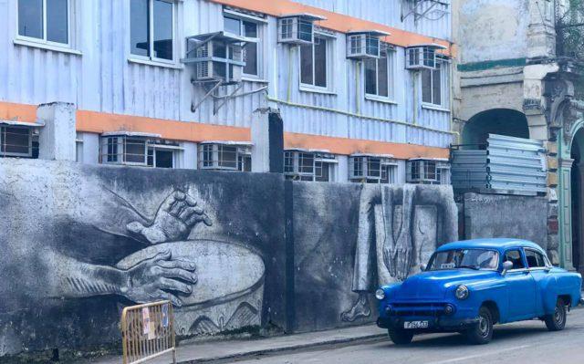 L2F Jan 17 pic Cuba Havana classic cars blue taxi with wall mural