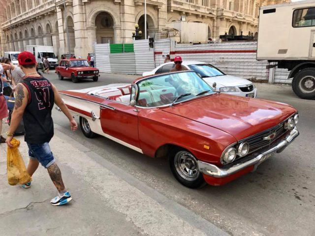 L2F Jan 17 pic Cuba Havana classic cars red-white 60s convertible