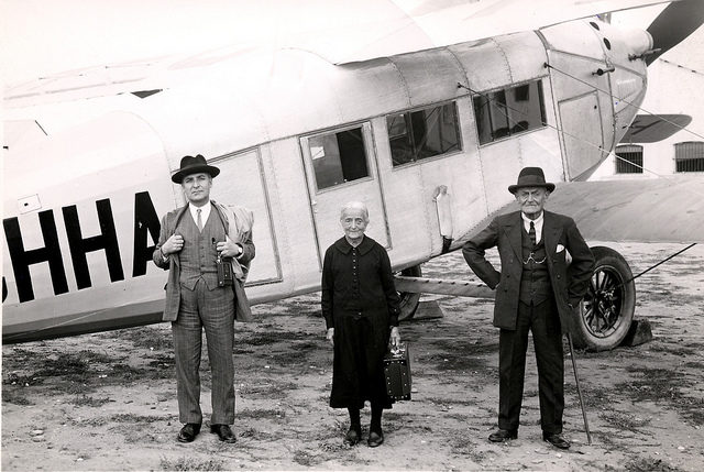 IB pic vintage 1920s plane with three passengers