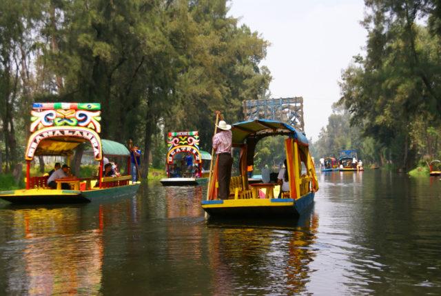 L2F Feb 17 pic Valentine Mexico Xochimilco shutterstock_27836392